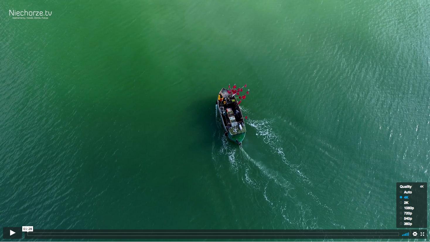 Kuter rybacki nad polskim morzem film z drona